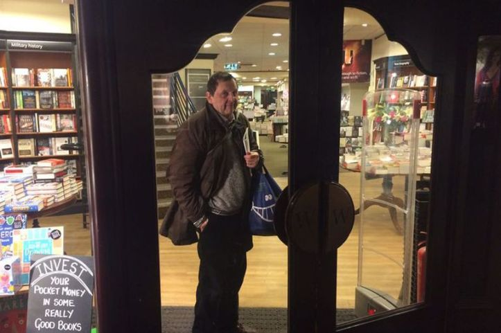 man-locked-in-waterstones-1
